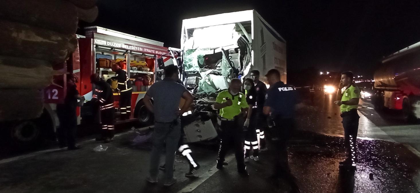 -Tomruk yüklü kamyona arkadan çarptı feci şekilde can verdi