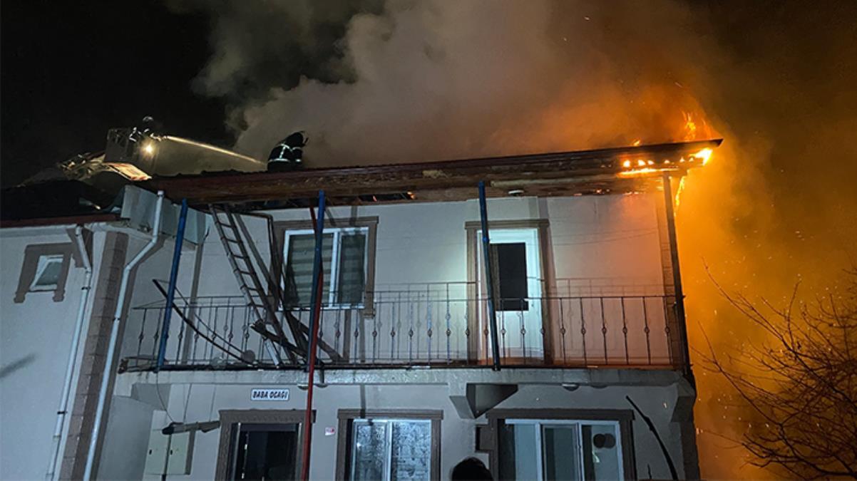 Elektrik trafosundan çıkan yangın bir evi küle çevirdi! Aile, canını zor kurtardı