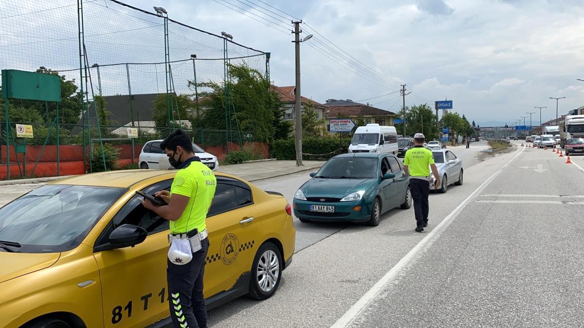 Emniyet kemeri takmayan 137 sürücü cezayı yedi